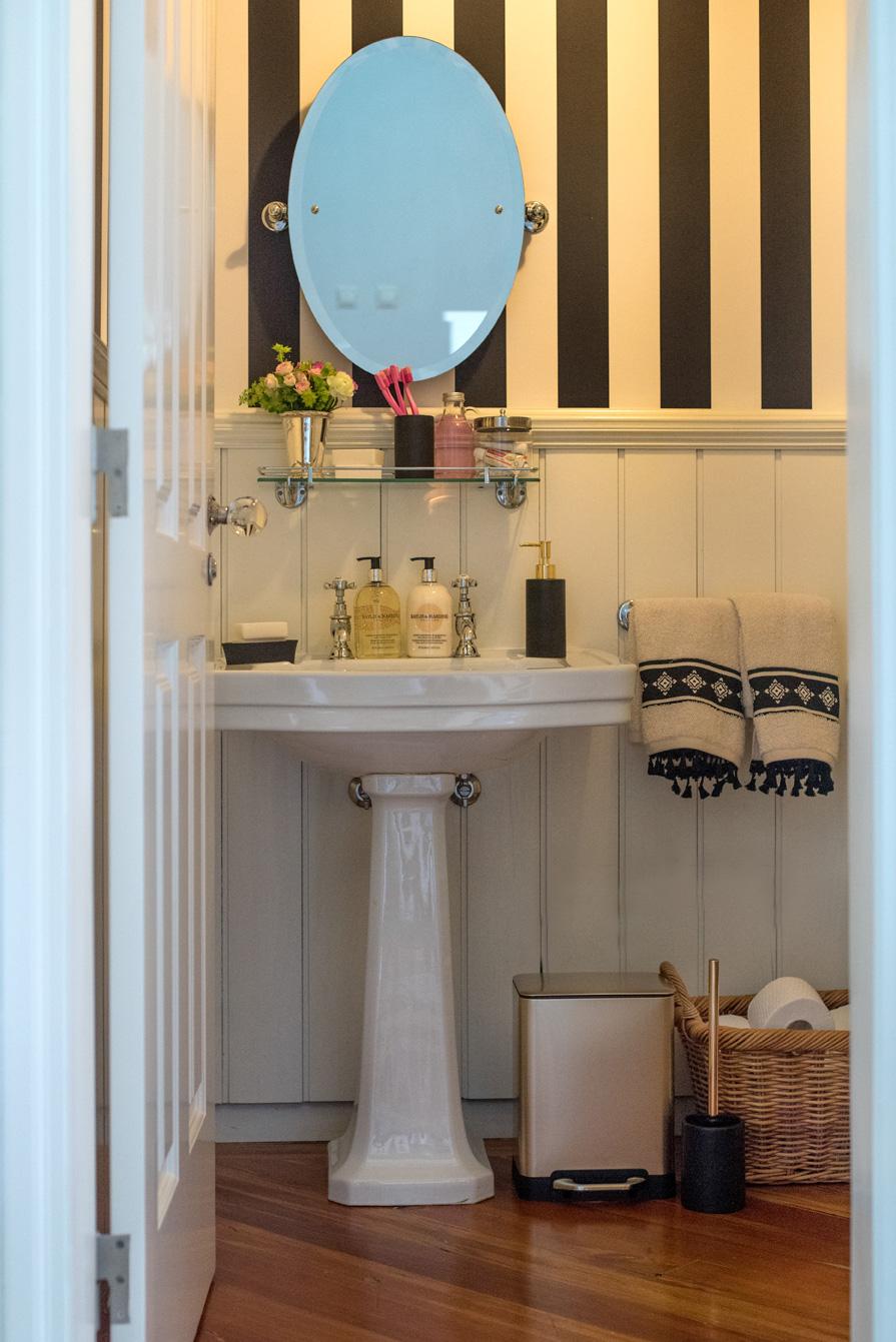 Um lavabo étnico-chic pela decoradora Maria Barros