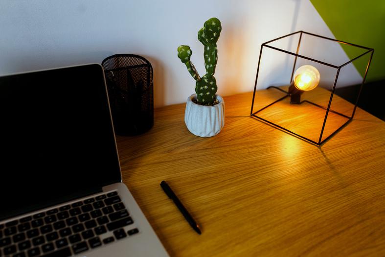 Um Home Office com Personalidade - DeBORLA
